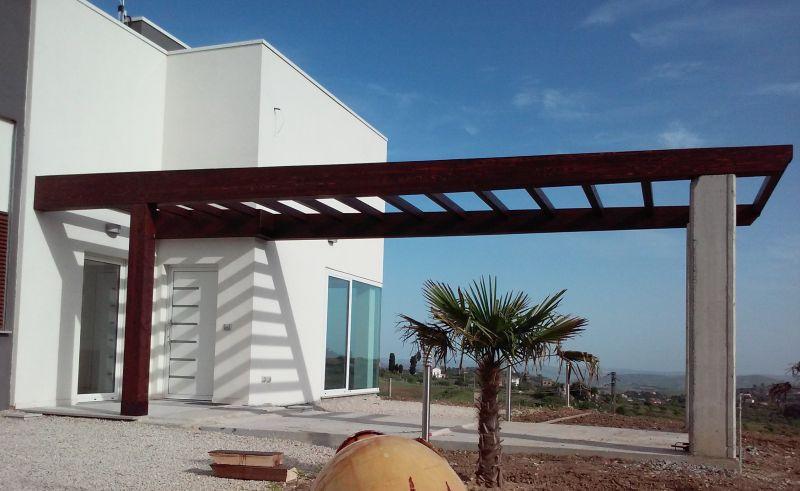 Strutture e coperture in legno lamellare for Immagini di tettoie in legno