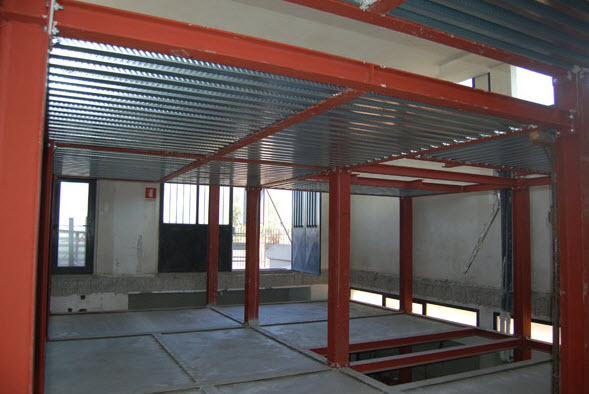 Soppalchi prefabbricati in toscana for Tettoia capannone con soppalco