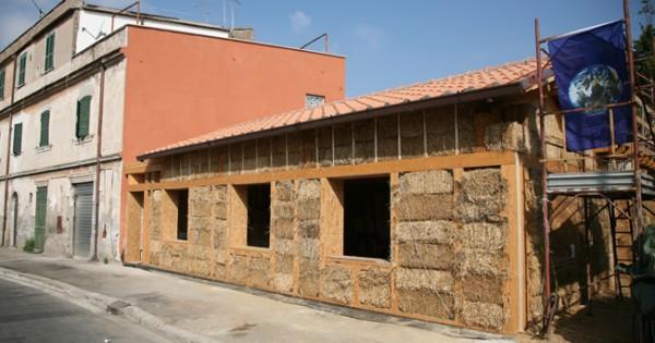 Una casa di paglia nella citt eterna a roma la prima costruzione di una casa di paglia in citt - Agevolazioni costruzione prima casa ...
