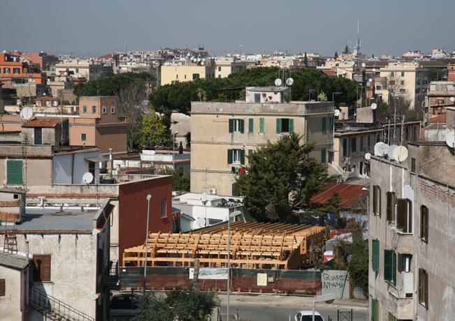 Una casa di paglia nella citt eterna a roma la prima for Piani di casa di balle di paglia di struttura in legno