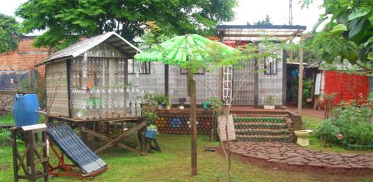 Come costruire una casa di bottiglie un modo per for Disegni cortile anteriore per semplice casa ranch