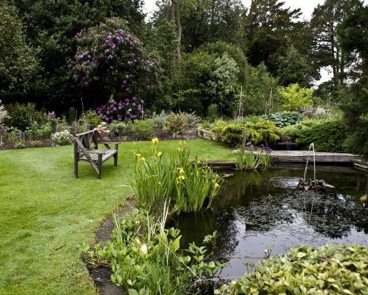 Come progettare e arredare il giardino di una casa ecologica for Planimetrie di piccoli cottage con portici