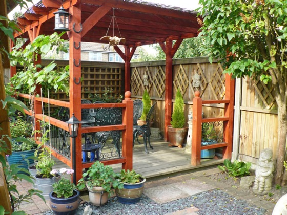 Come progettare e arredare il giardino di una casa ecologica - Pergola da giardino ...