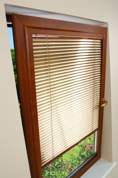 Tende solari interne esterne e integrate qualche for Sunbell veneziane interno vetro