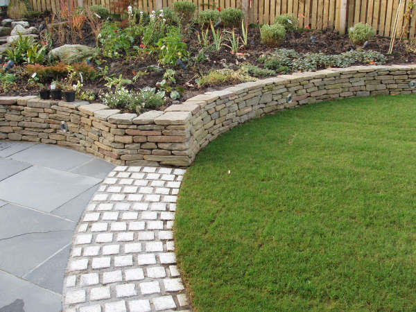 Dalle campagne ai giardini come abbellire le nostre case - Muretti per giardino ...