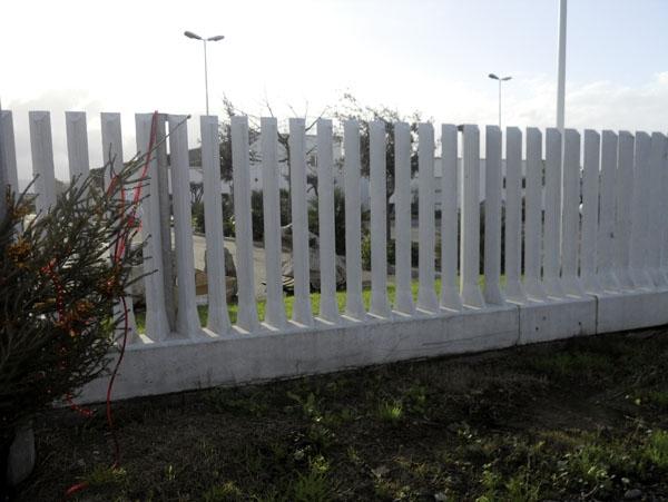 Recinzione industriale in cemento with recinzione giardino for Recinzione economica fai da te