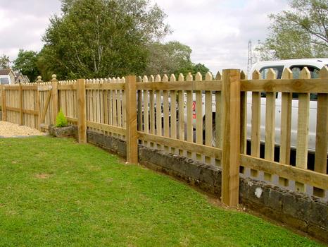 Muretti pannelli staccionate e molto altro quali recinzioni scegliere per il giardino - Recinti in legno da giardino ...