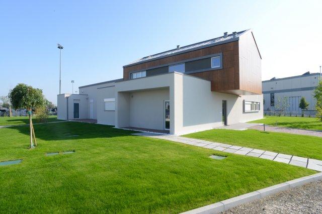 Ecocasa il primo prototipo italiano di una casa in legno for Piccoli piani chiave della casa ovest