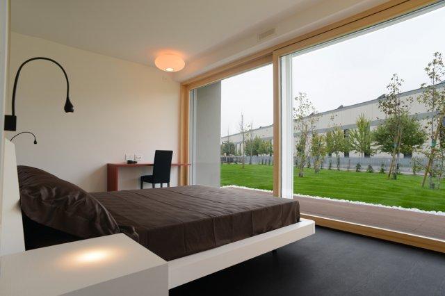 Ecocasa il primo prototipo italiano di una casa in legno for Camera da letto principale al piano di sotto