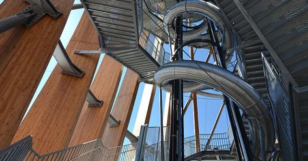 La torre in legno pi alta al mondo che svetta per quasi for Mondo casette prefabbricate