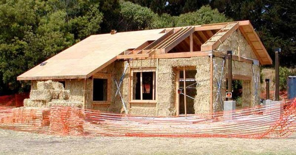 Casa di paglia un corso insegna a costruirsela da soli - Costruire casa da soli ...