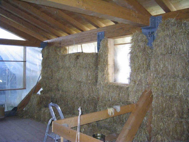 Casa di paglia un corso insegna a costruirsela da soli - Costruire una casa in paglia ...