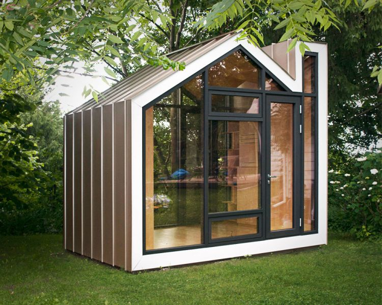 Una mini casa immersa nella natura nasce in canada e si for Prefabbricati abitativi