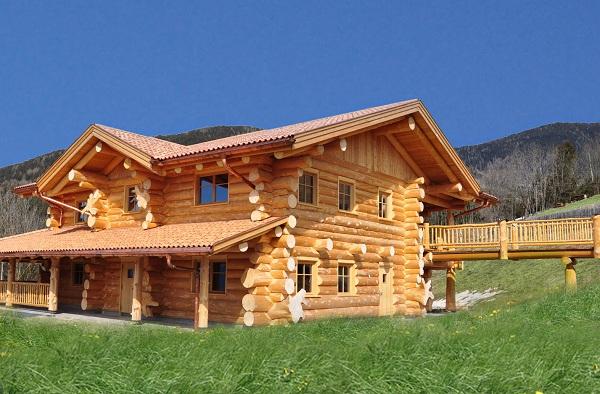 Dalla val badia arriva la loghouse una casa fatta di for Case in legno dalla romania