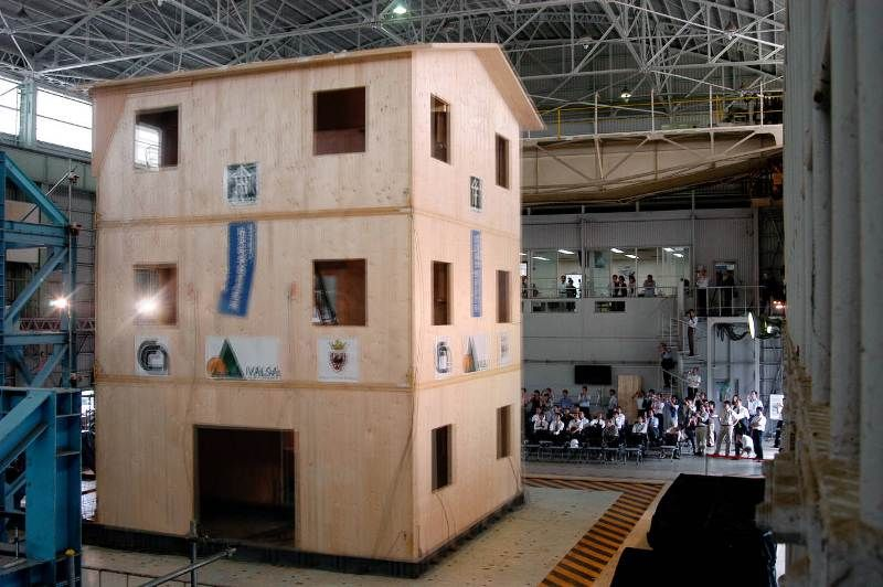 Prefabbricati in legno pluripiano l 39 x lam e il progetto sofie for Piani di costruzione di edifici in metallo