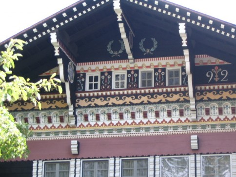 Abitazioni di montagna lo chalet for Disegni di chalet svizzeri
