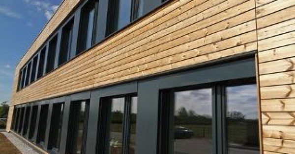 Le finestre ideali per una casa passiva il progetto della uniform - La casa con le finestre che ridono ...