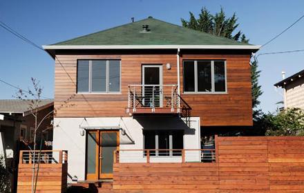 Casa passiva interamente in legno, pareti e finestre con studiata ...